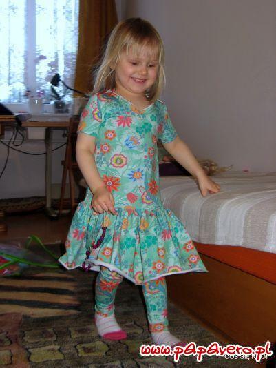 Sukienusie z falbankami i legginsy dla najmłodszych